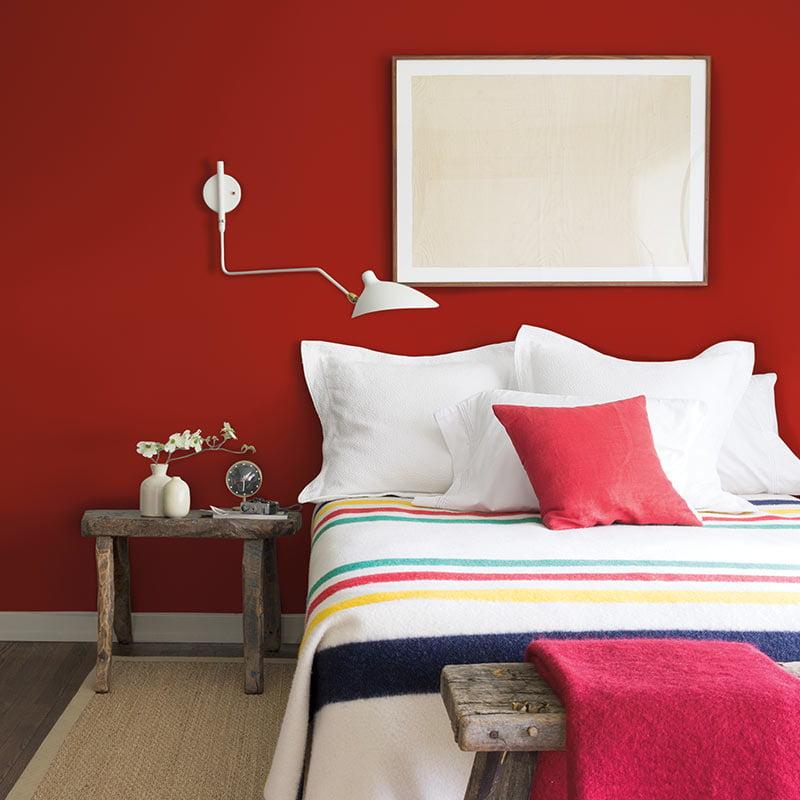 Amenajare-dormitor-culoarea-anului-2018-benjamin-moore-caliente